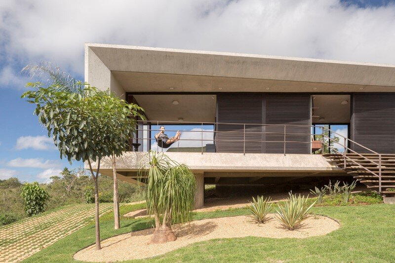 Reinforced concrete house with wide open spaces (1)