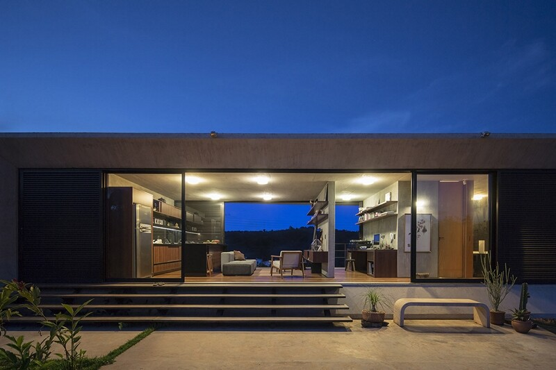 Reinforced concrete house with wide open spaces (11)