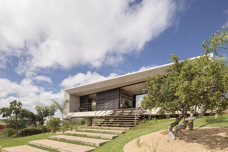 Reinforced concrete house with wide open spaces (13)
