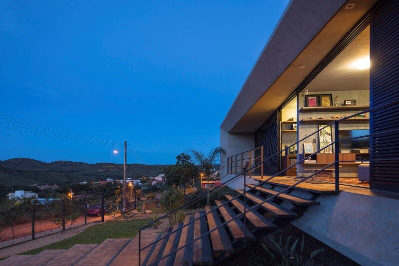 Reinforced concrete house with wide open spaces (6)