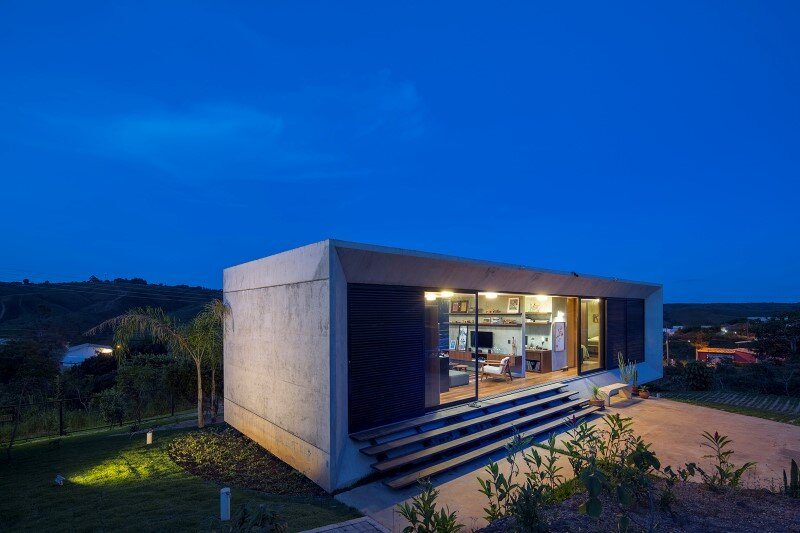 Reinforced concrete house with wide open spaces (7)