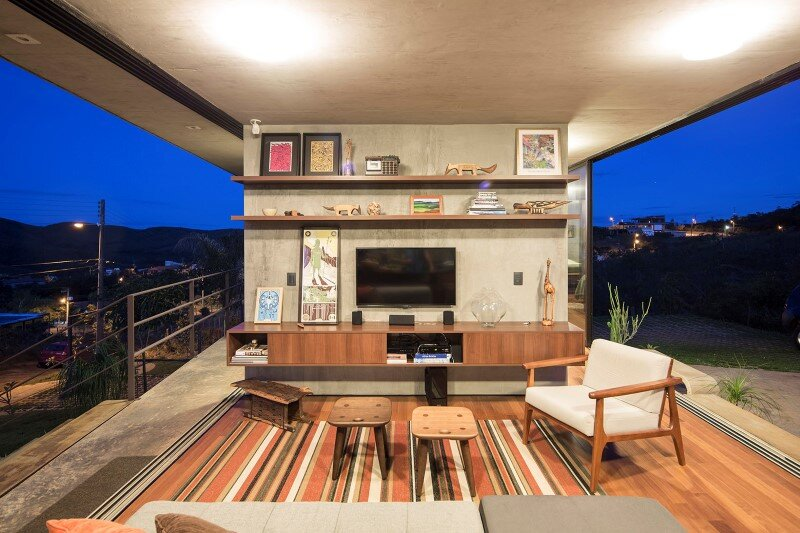 Reinforced concrete house with wide open spaces (8)