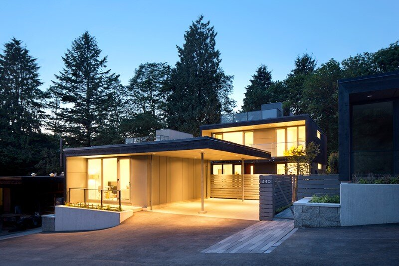 Set of three houses built in a quiet park in North Vancouver (1)