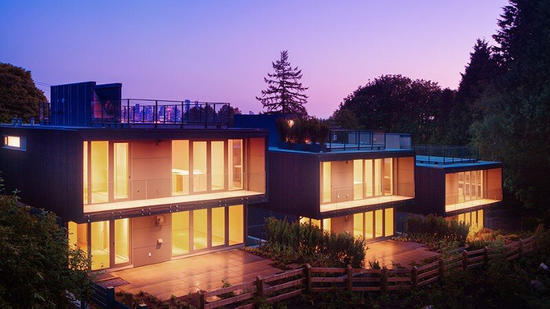 Set of three houses built in a quiet park in North Vancouver (10)