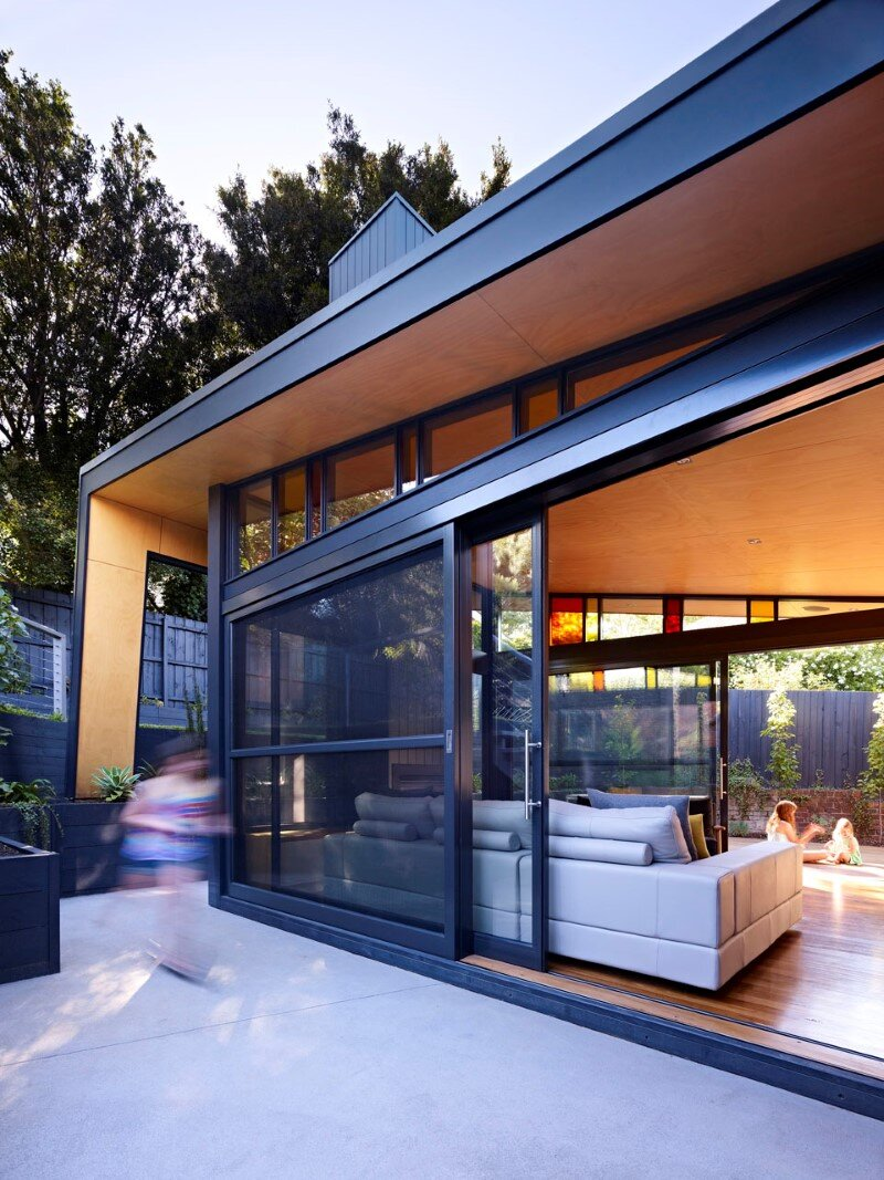 Suburban house extension with environmentally sustainable design (5)