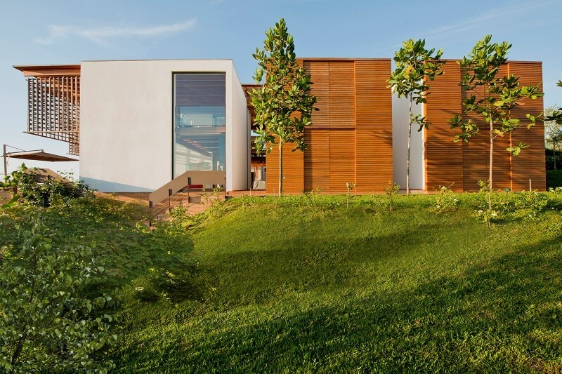 Weekend house with contemporary design placed in the Brazilian Atlantic Forest (10)