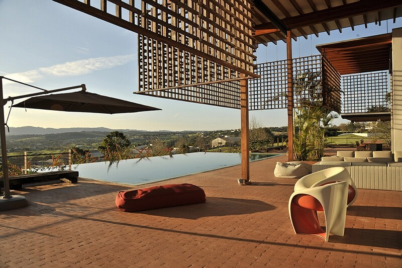 Weekend house with contemporary design placed in the Brazilian Atlantic Forest (11)
