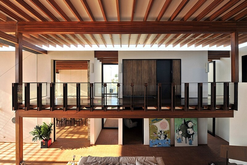 Weekend house with contemporary design placed in the Brazilian Atlantic Forest (2)