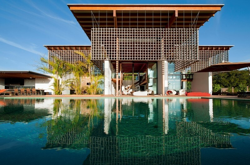 Weekend house with contemporary design placed in the Brazilian Atlantic Forest (8)