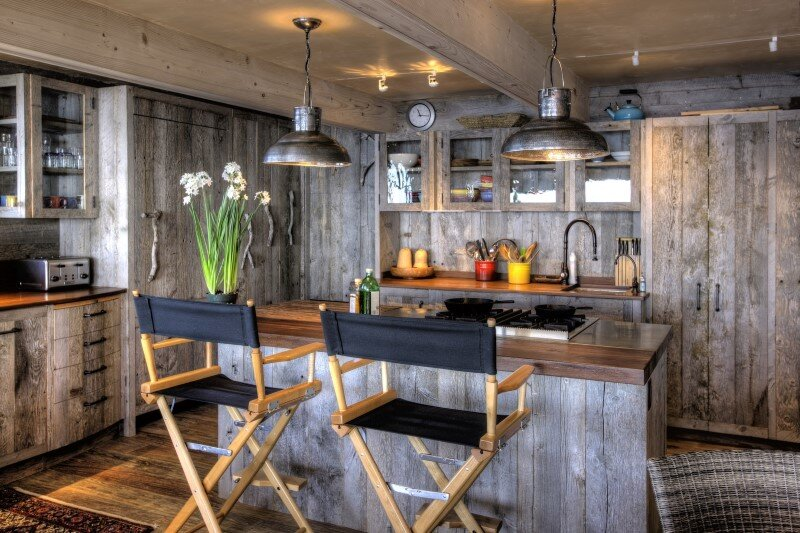50's beach shack remodeled with live material (2)