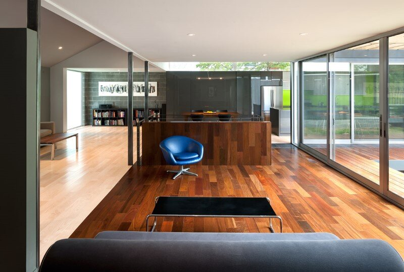 Abierta residence - courtyard house with large sliding glass doors (3)