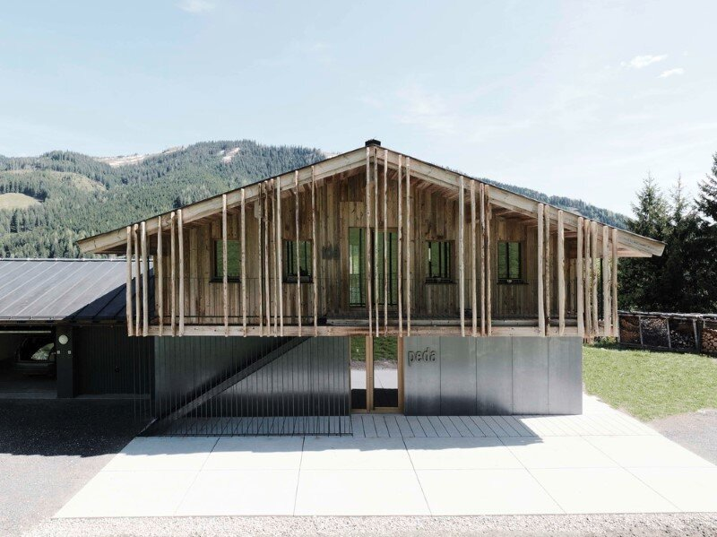 Alpine chalet - a combination of modern and traditional alpine elements (2)