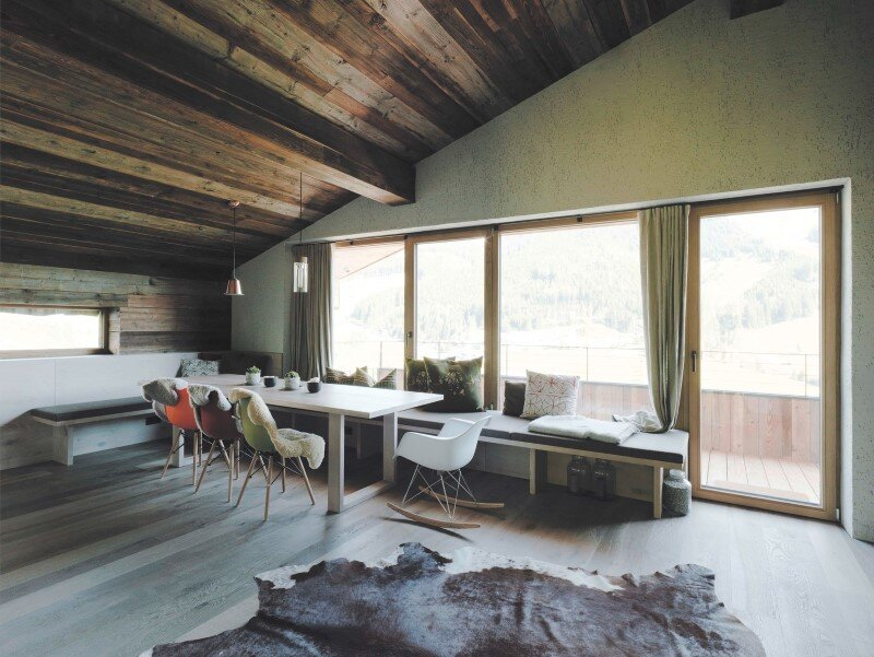 Alpine chalet - a combination of modern and traditional alpine elements (3)