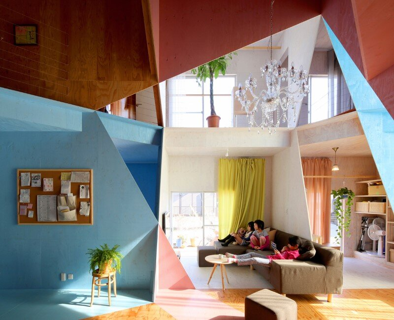 Apartment - House with an interior space full of color and dynamism (1)