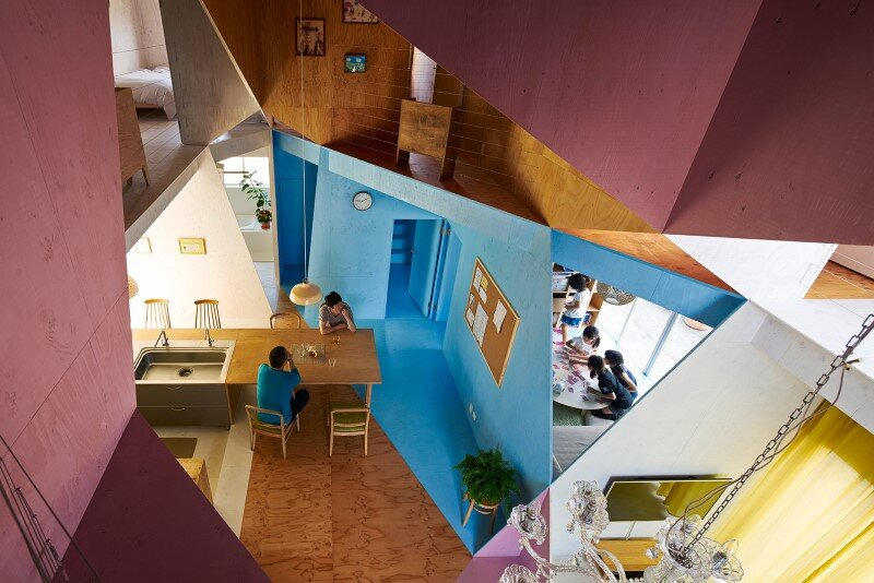 Apartment - House with an interior space full of color and dynamism (2)