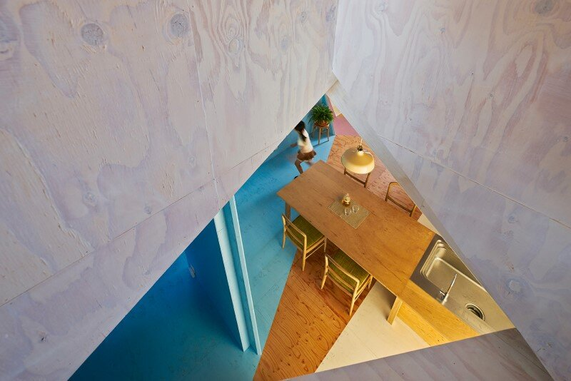 Apartment - House with an interior space full of color and dynamism (4)