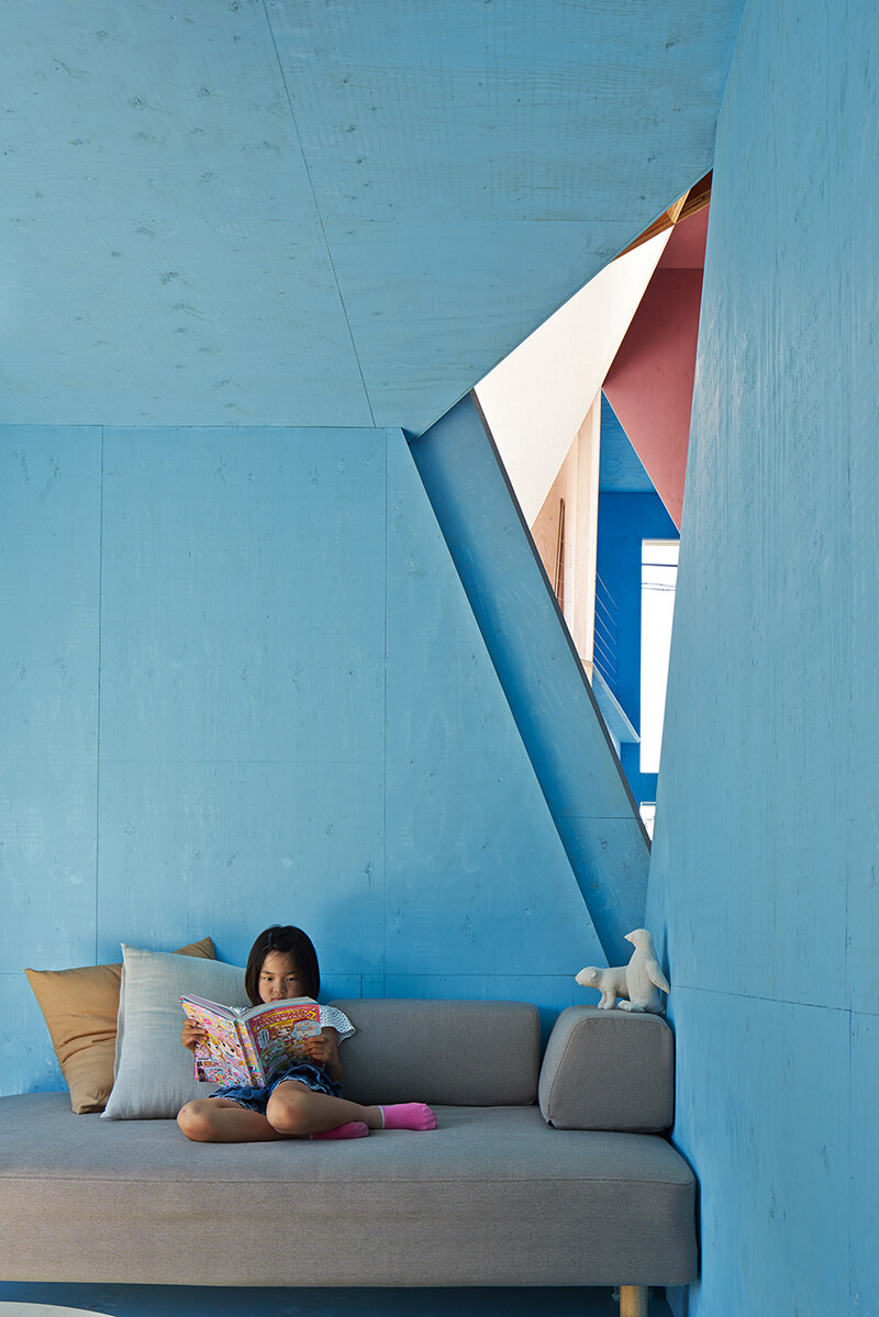 Apartment - House with an interior space full of color and dynamism (7)