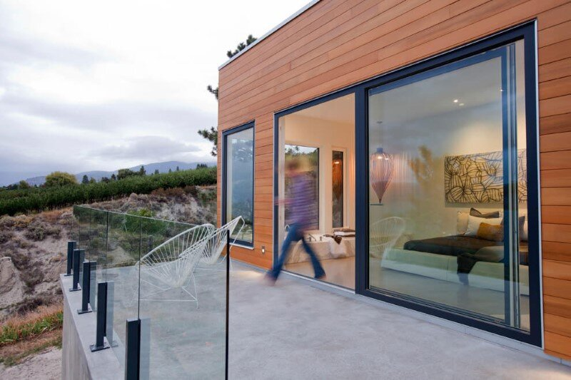 Architecture and design characterized by the balance, symmetry and clean lines Flying Leap House (13)