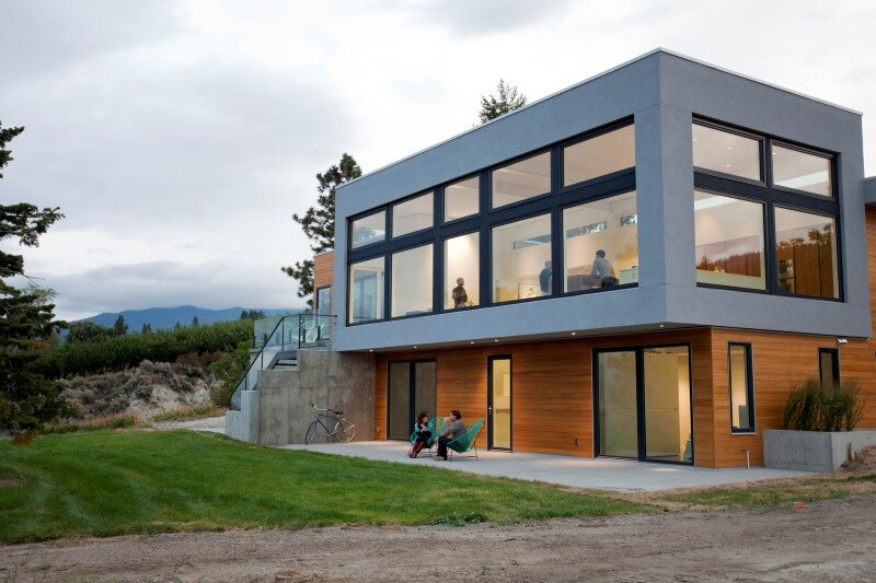 Architecture and design characterized by the balance, symmetry and clean lines Flying Leap House (2)