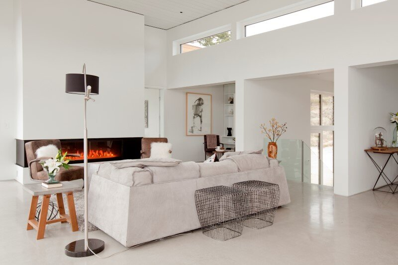 Architecture and interior design characterized by the balance, symmetry and clean lines Flying Leap House (11)