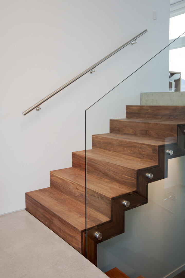 Architecture and interior design characterized by the balance, symmetry and clean lines Flying Leap House (16)