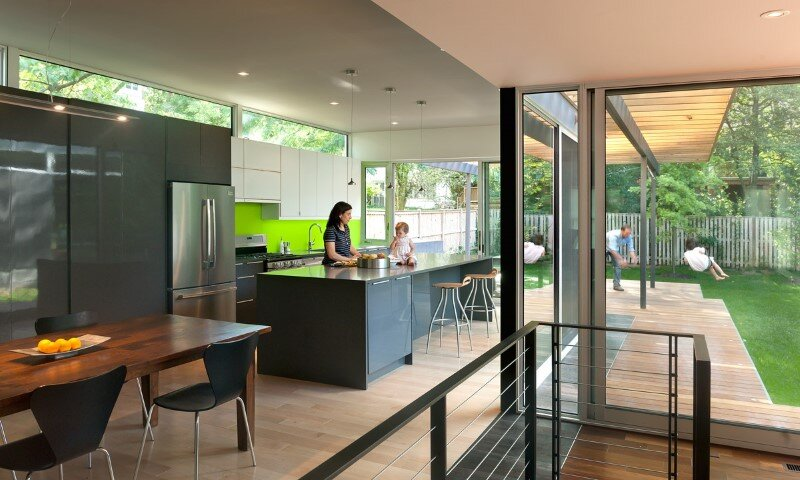 courtyard house with large sliding glass doors , Kube Architecture