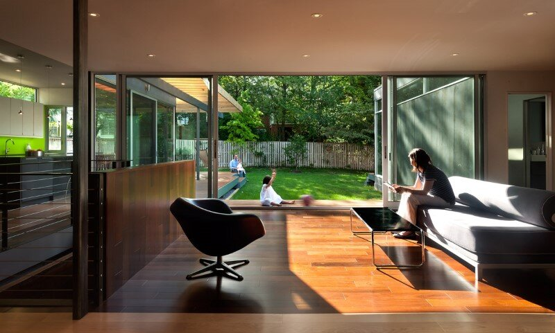 Casa Abierta - courtyard house with large sliding glass doors (11)