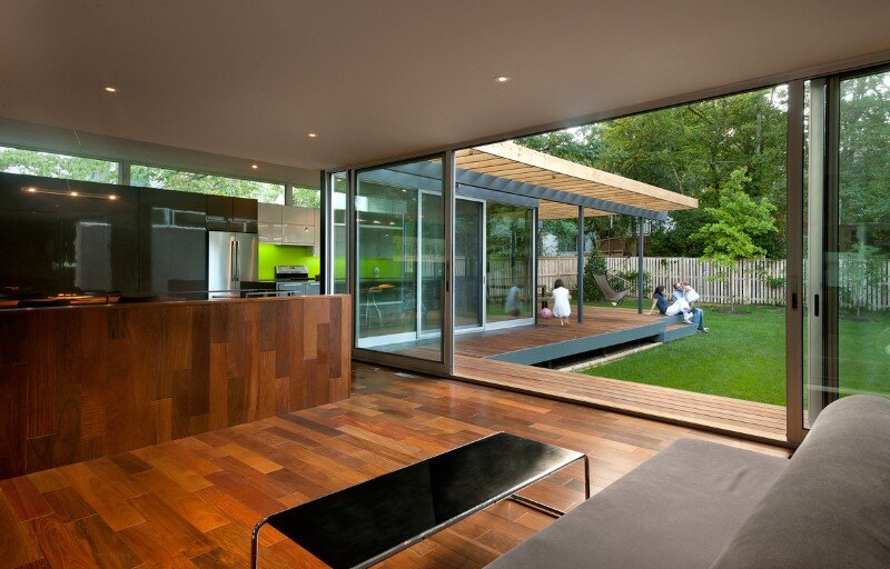 Casa Abierta - courtyard house with large sliding glass doors (12)