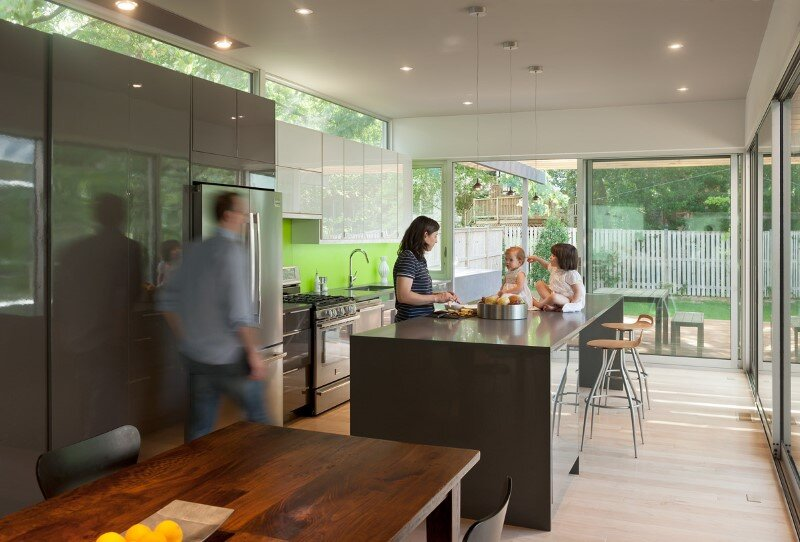Casa Abierta - courtyard house with large sliding glass doors (9)