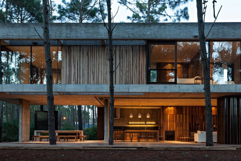 Concrete and wood harmoniously combined in Marino Pinamar House (1)