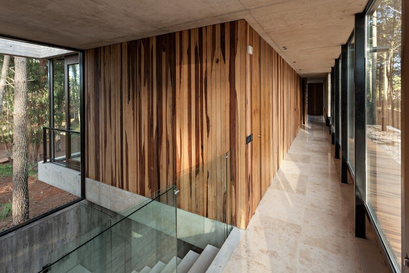 Concrete and wood harmoniously combined in Marino Pinamar House (11)