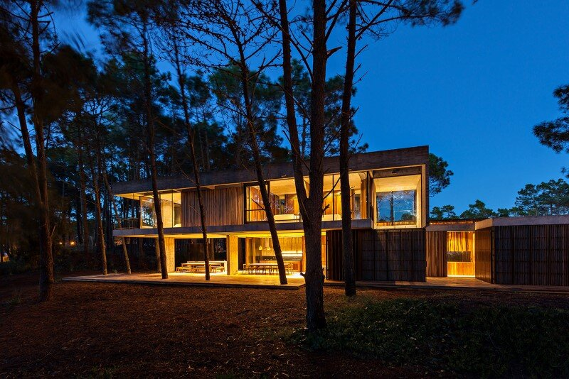 Concrete and wood harmoniously combined in Marino Pinamar House (16)