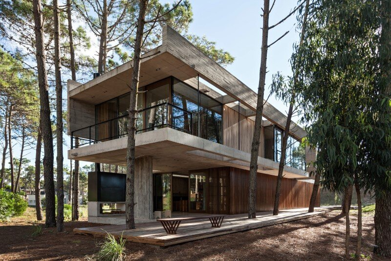 Concrete and wood harmoniously combined in Marino Pinamar House (3)