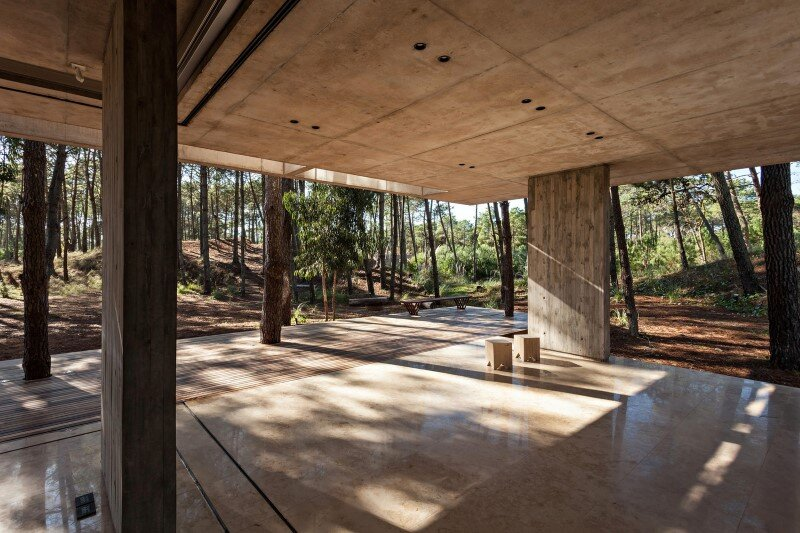 Concrete and wood harmoniously combined in Marino Pinamar House (4)