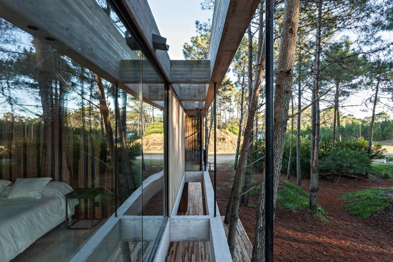 Concrete and wood harmoniously combined in Marino Pinamar House (6)