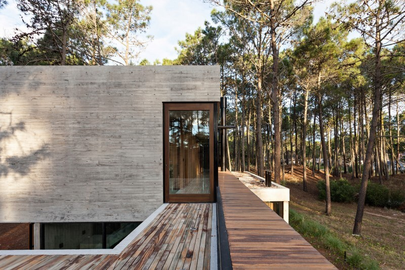 Concrete and wood harmoniously combined in Marino Pinamar House (8)