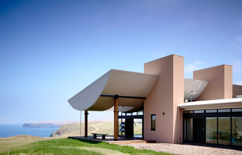 Flinders Coastal House located on the sweeping hill in coastal Victoria (8)