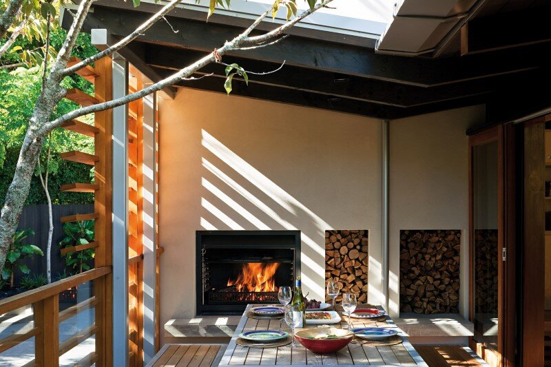 Glade House - modern home with low-pitched gabled roof, raking ceilings and exposed rafters (2)