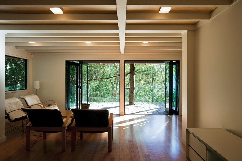 Glade House - modern home with low-pitched gabled roof, raking ceilings and exposed rafters (3)