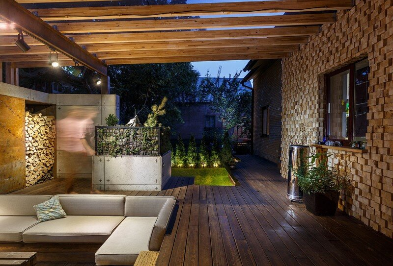 Gorgeous lounge area - a small oasis in the middle of noisy city (1)