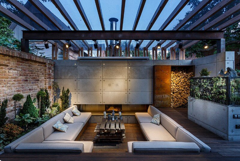 Gorgeous lounge area - a small oasis in the middle of noisy city (11)