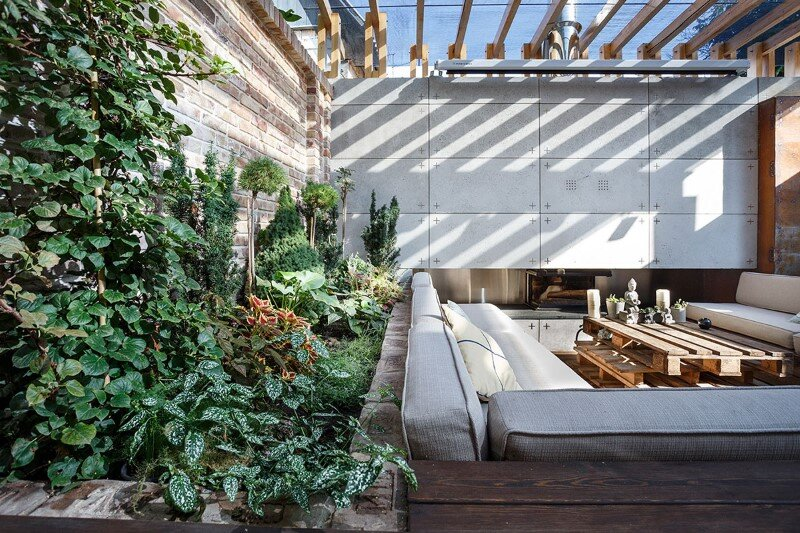 multifunctional lounge area - a small oasis in the middle of noisy city (5)