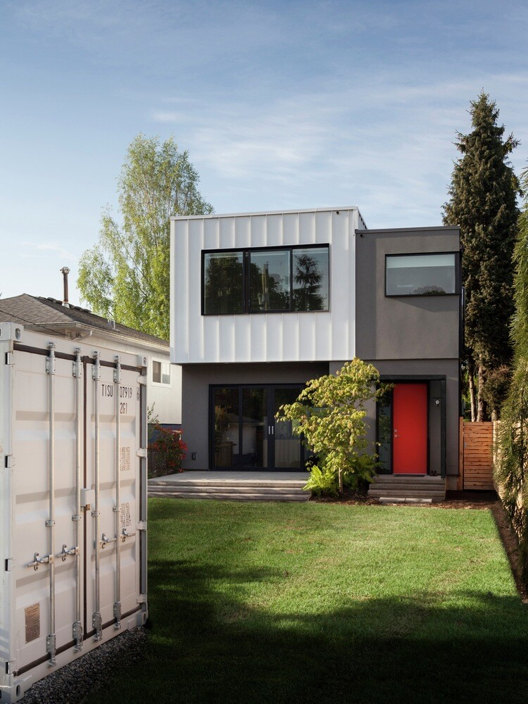 Grade House in East Vancouver by Measured Architecture 11