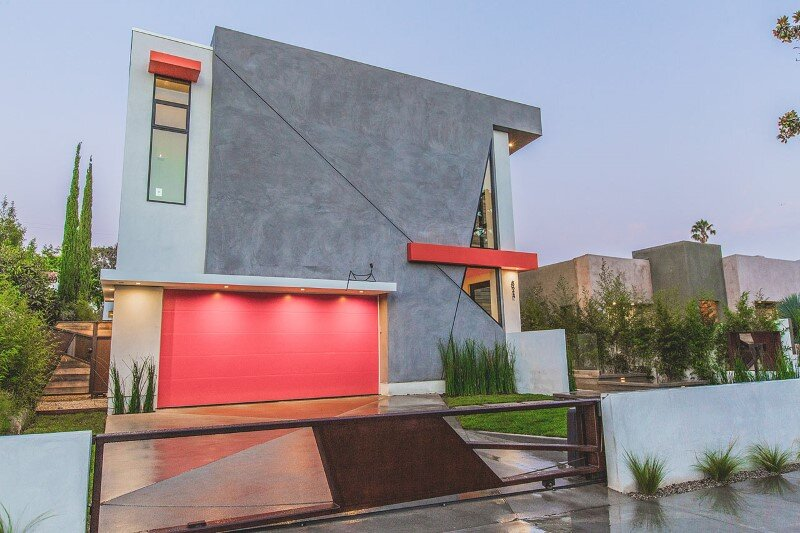High-end modern mansion with discreet extravagant interiors (3)
