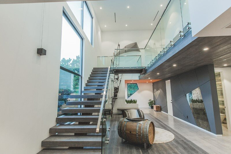 High-end modern mansion with discreet extravagant interiors (8)