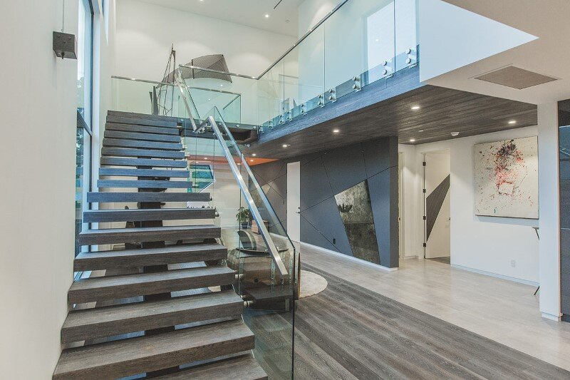 High-end modern mansion with discreet extravagant interiors (9)