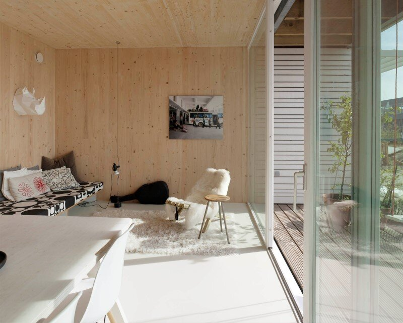 House in Amsterdam completely constructed with massive wooden panels (11)