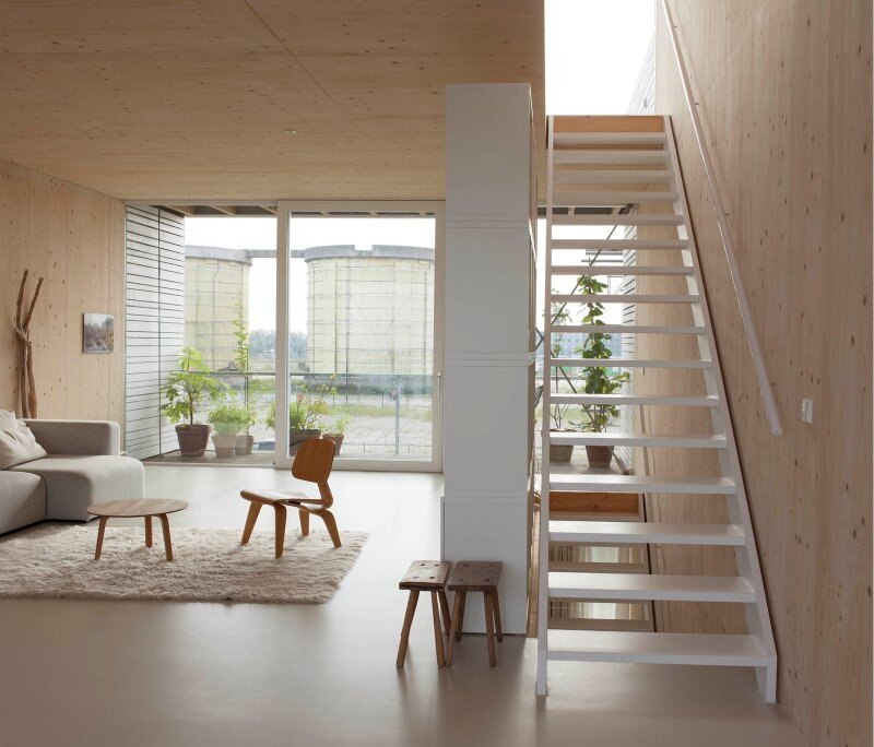 House in Amsterdam completely constructed with massive wooden panels (12)