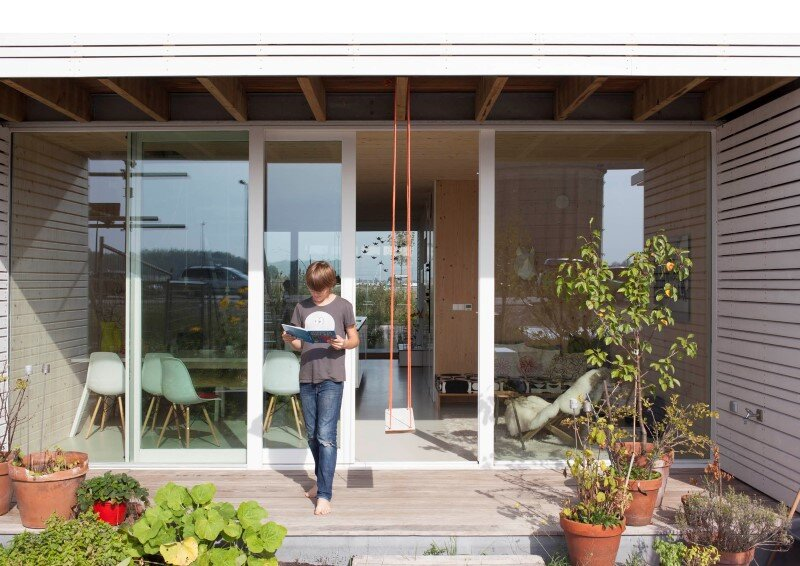 House in Amsterdam completely constructed with massive wooden panels (13)