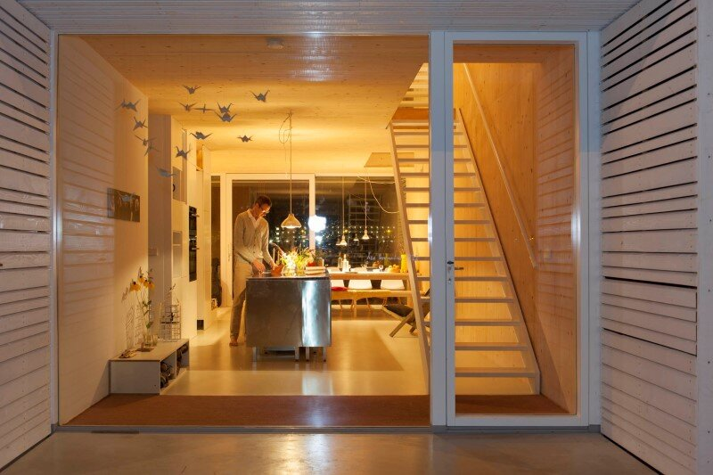 House in Amsterdam completely constructed with massive wooden panels (15)